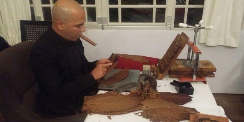 Как курить кубинскую сигару?